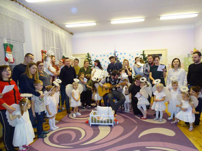 Rodzinnie, świątecznie w grupie najmłodszych przedszkolaków