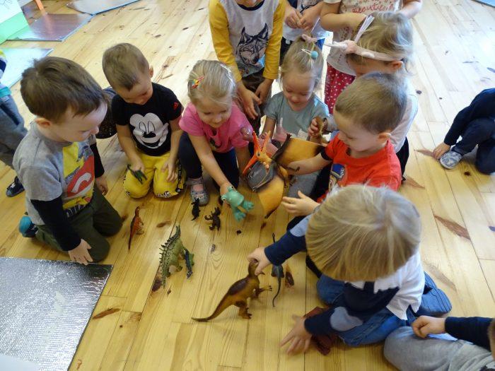Krasnoludki i dinozaury
